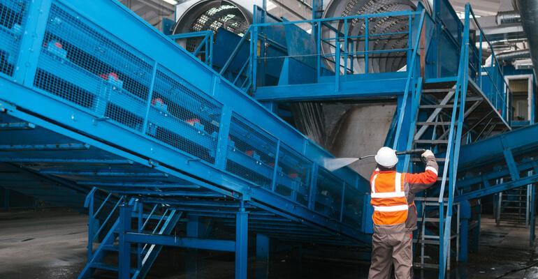 limpeza de máquinas e equipamentos industrais (1).jpg